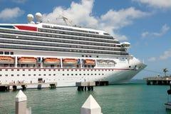巡航靠了码头关键豪华船西部 免版税库存照片
