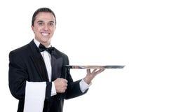 Νεαρό άτομο σε ένα κοστούμι που κρατά έναν κενό δίσκο Στοκ εικόνες με δικαίωμα ελεύθερης χρήσης