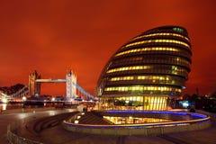 伦敦市政厅/塔桥梁 库存图片