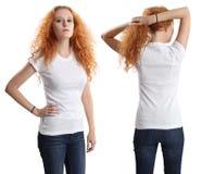穿空白空白衬衣的俏丽的女性 免版税库存图片