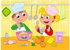 烹调女孩的男孩 免版税图库摄影
