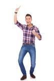 庆祝他的成功的愉快的偶然人 免版税库存照片