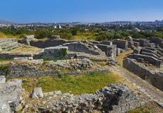 被分裂的圆形剧场古老克罗地亚废墟 免版税库存图片