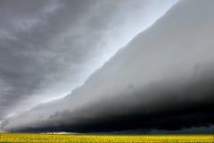 云彩令人毛骨悚然的伊利诺伊架子 库存图片