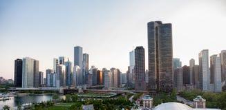 在码头日落的芝加哥海军 免版税库存照片
