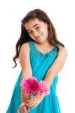 δόσιμο κοριτσιών λουλουδιών Στοκ εικόνες με δικαίωμα ελεύθερης χρήσης