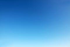 蓝色清楚的天空 免版税库存照片