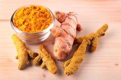 干新鲜的搽粉的根姜黄 免版税库存照片