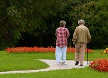 第三永远年龄夫妇一起 库存照片