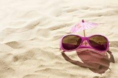 海滩概念太阳镜 免版税库存照片