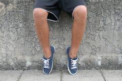 νεολαίες ποδιών αγοριών Στοκ Εικόνες