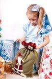 圣诞节获得女孩存在 免版税图库摄影