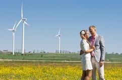 Модные пары в поле Стоковые Фото