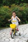 自行车儿童乘驾 免版税库存图片