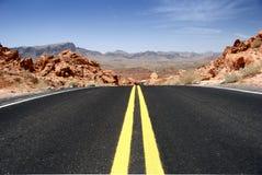 沙漠高速公路 免版税库存照片