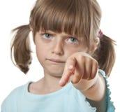 恼怒的女孩指向您的一点 免版税库存照片