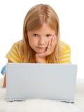 有膝上型计算机的女孩 库存图片