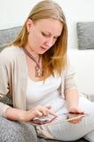 有片剂个人计算机的妇女 免版税图库摄影