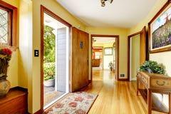 Большой старый роскошный вход дома Стоковое Изображение