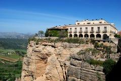 旅馆俯视的峡谷,朗达,西班牙。 免版税库存图片