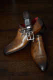 Роскошные кожаные ботинки и пояс Стоковое фото RF
