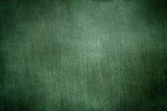渐近的绿色金属片背景黑暗 免版税库存照片