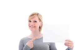指向空白符号的微笑的妇女 免版税库存照片