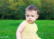 美丽的惊奇的女婴 免版税库存照片