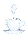 做由水飞溅的咖啡杯 图库摄影
