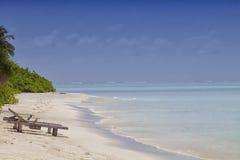 在海滩的躺椅 免版税库存图片