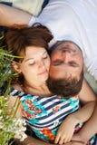 在爱的新夫妇 免版税库存图片