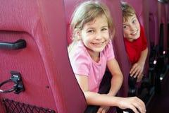 男孩和女孩在公共汽车查找 库存照片