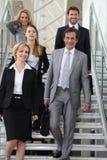 在台阶的企业小组 免版税库存照片
