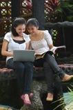女孩活动和友谊 免版税库存照片