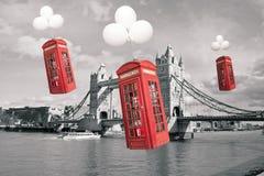 英国飞行电话亭 免版税库存图片