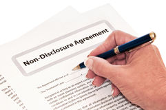 Συμφωνία μη κοινοποίησης που απομονώνεται για το λευκό Στοκ φωτογραφίες με δικαίωμα ελεύθερης χρήσης