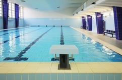 室内游泳池 库存图片