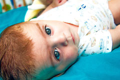 面对照相机的婴孩 库存照片