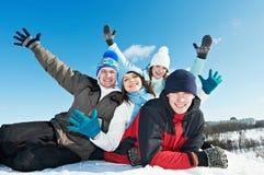 组愉快的青年人在冬天 免版税图库摄影
