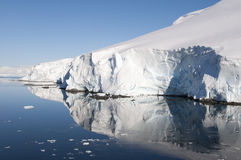 Βουνά χιονιού σε ανταρκτική Στοκ εικόνα με δικαίωμα ελεύθερης χρήσης