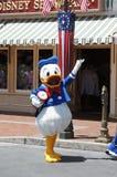 在迪斯尼乐园的唐老鸭 免版税图库摄影