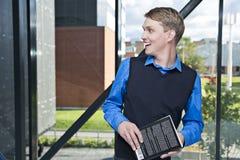Ο δάσκαλος έχει συναντήσει κάποιο με το εύθυμο χαμόγελο Στοκ φωτογραφία με δικαίωμα ελεύθερης χρήσης