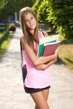 美丽的友好青少年的学员女孩。 免版税库存照片