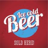 葡萄酒-冰冷的啤酒-被出售的金属符号这里! 库存照片