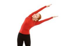 执行健身的红色妇女 免版税库存照片