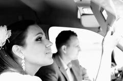 在汽车的夫妇 免版税库存照片