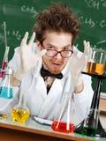 疯狂的教授打手势一个了不起的金额 免版税库存图片