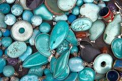 五颜六色的绿松石半珍贵的宝石珠宝 库存图片