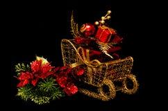 在雪橇的圣诞节礼品 免版税库存照片