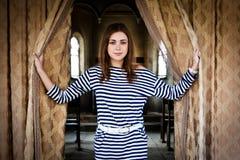Συναντά ένα όμορφο κορίτσι Στοκ φωτογραφίες με δικαίωμα ελεύθερης χρήσης